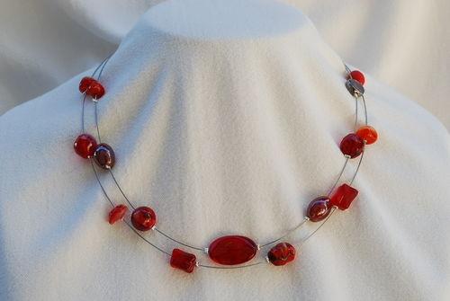 Collier mélange de perles rouges